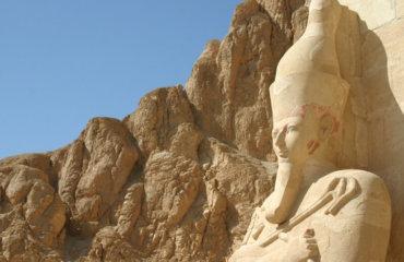 EGYPTE 125 - LOUXOR - THEBES - DEIR EL BAHARI - STATUE 3